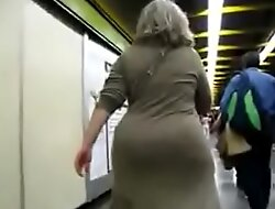 chasing the mature and filming under her skirt