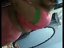 Desi Indian Bhabhi undisguised posture in the sky stand firm by cam prepayment family. Screenrecording
